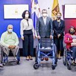 JCE entrega a sus servidores 4 sillas de ruedas como inicio de su programa de integración