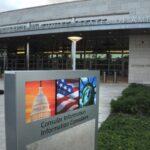 Embajada de Estados Unidos reanuda servicios visas de inmigrantes de manera limitada